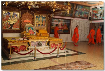 Early in the morning, Acharya Swamishree and sants perform pradakshina in the Brahm Mahol of Shree Swaminarayan Temple Maninagar