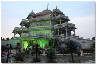 Shree Muktajeevan Swamibapa Smruti Mandir at dawn