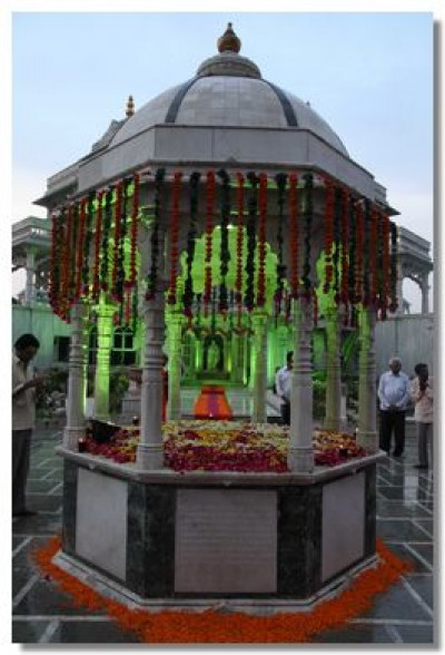 The chhatri is decorated with flowers at Shree Muktajeevan Swamibapa Smruti Mandir
