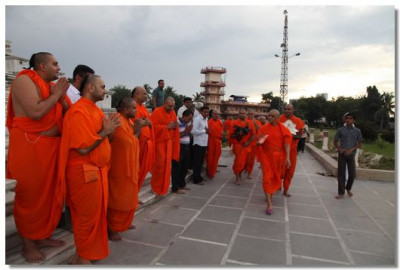 Acharya Swamishree and sants perform pradakshina around Smruti Mandir