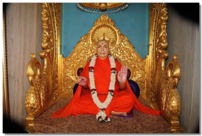 Jeevanpran Swamibapa gives His divine darshan