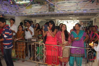 Devotees from all over Mumbai for annakut darshan