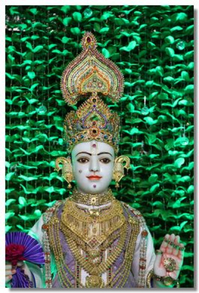 Divine darshan of Lord Swaminarayan in Kadi