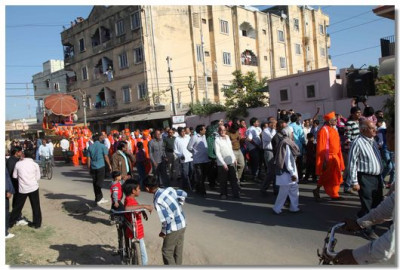 The procession proceeds through Kadi