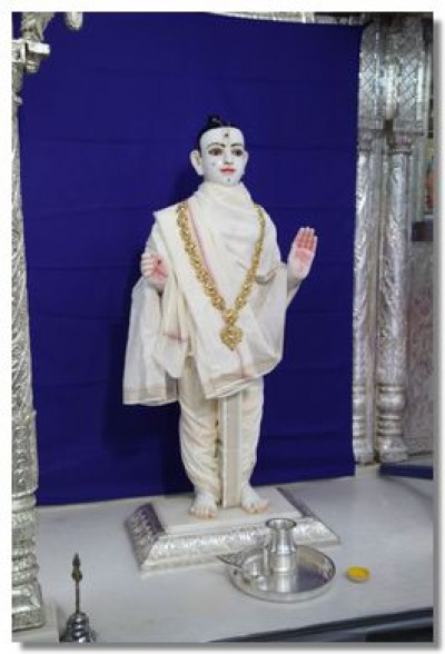 Lord Swaminarayan gives darshan prepared for the patotsav ceremony