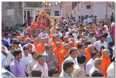 The procession in the streets of Kheda