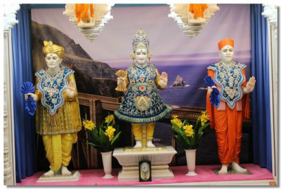 Divine darshan of the Murti at Shree Swaminarayan Mandir Mumbai