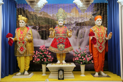 Divine darshan of the Murtis at Shree Swaminarayan Mandir Mumbai