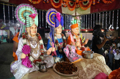 Divine darshan of the Murtis