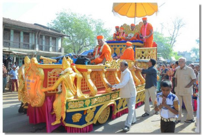 Acharya Swamishree's chariot during the procession