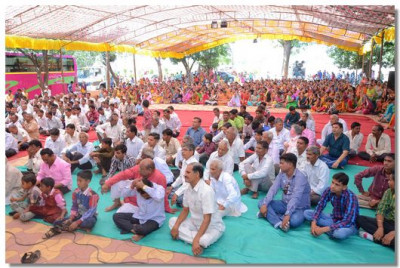 Disciples of Panchmahal gathered in Swaminarayan Palli for the event