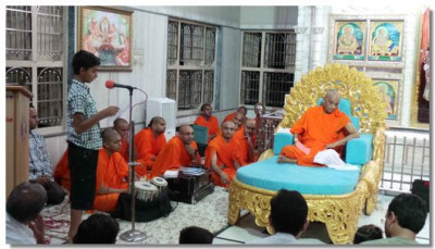 A speech about Shree Ghanshyam Maharaj is given by a yound disciple