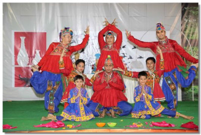 A traditional Gujarati dance performance
