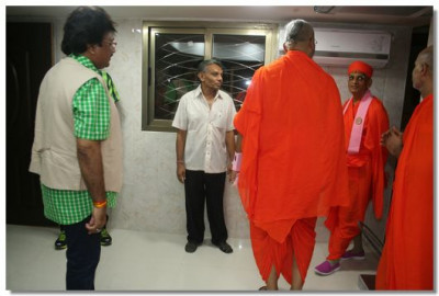 Acharya Swamishree examined number of rooms