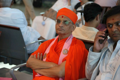 Acharya Swamishree Maharaj at Mumbai Airport