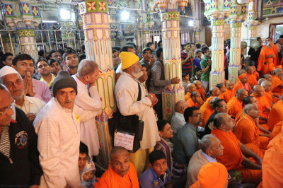 Sants and disciples gathered inside the Mandir for the darshan