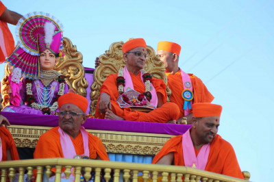 Shree Ghanshyam Maharaj and Acharya Swamishree gives darshan during the procession