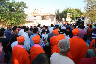 The procession arrives at the gates of Shree Swaminarayan Mandir Bavla