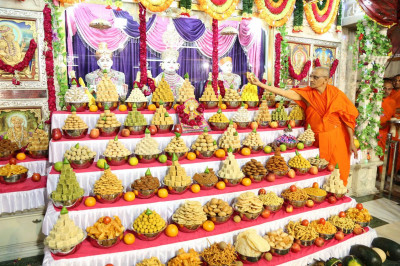 Prasad cake is offered to Lord Swaminarayanbapa Swamibapa