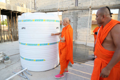 Acharya Swamishree Maharaj views the work in progress