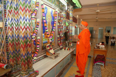 Acharya Swamishree Maharaj performs prayers before the Murtis are moved from the sinhasan