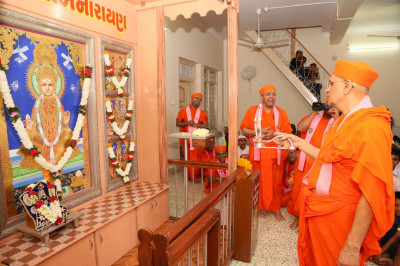 Both sets of Murtis are installed in the new sinhasan
