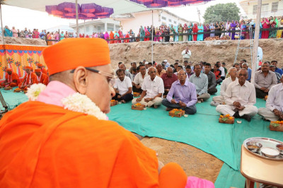 Acharya Swamishree Maharaj gives darshan during the ceremony