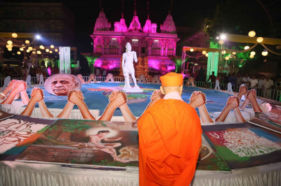 Acharya Swamishree Maharaj views the rangoli decorations