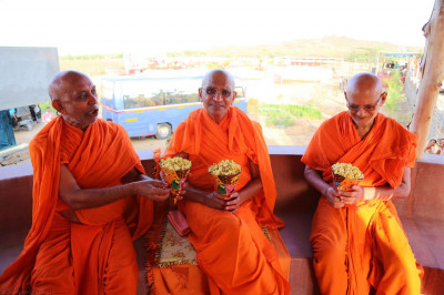 Acharya Swamishree with popcorn prasad