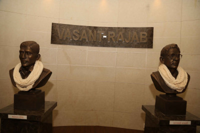 Sculptures of Vasantrao Hegisthe and Rajabali Lakhani