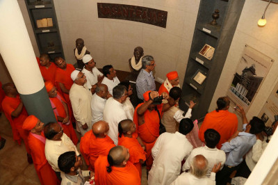Acharya Swamishree Maharaj tours the museum