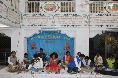 Hindola Bhajan Sandhya performance at Mumbai Mandir