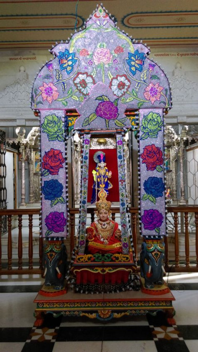 Kadi Mandir - Decorative Beads Hindola Darshan