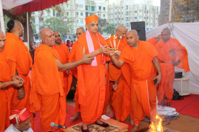 Acharya Swamishree and sants performs aarti