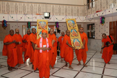 The Murtis are carried into the mandir