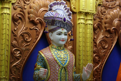 Shree Ghanshyam Maharaj gives darshan in the sinhasan
