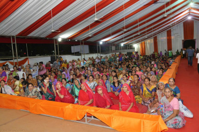 Hundreds of disciples gathered to watch the performances
