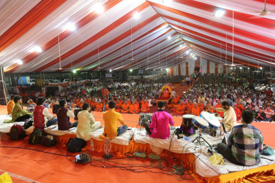 The sabha mandap was packed by disciples