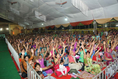 Disciples sing the name of Lord Shree Swaminarayanbapa Swamibapa as the evening concert programme begins