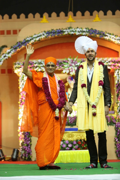 His Divine Holiness Acharya Swamishree blesses all on stage with Jeffrey Iqbal