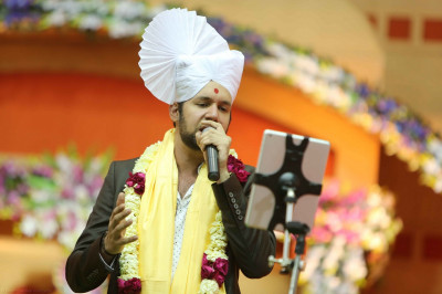 Jeffrey Iqbal sings a devotional song to please Lord Shree Swaminarayanbapa Swamibapa and His Divine Holiness Acharya Swamishree