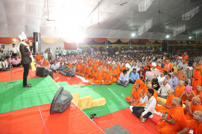 His Divine Holiness Acharya Swamishree, Sants, thousands of disciples, honoured guests and local residents enjoy the live performances of Jeffrey Iqbal