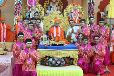 His Divine Holiness Acharya Swamishree blesses all disicples who took part in the dance
