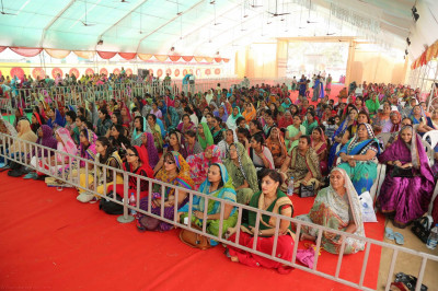 Hundreds of disciples from around the world gather to celebrate the 25th anniversary of Shree Swaminarayan Mandir Kheda