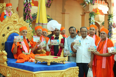 Sants and disciples present the new CD 'Vhala Swamibapane Me Ditha' for His Divine Holiness Acharya Swamishree to officially release