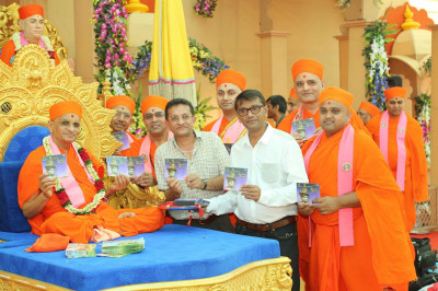 His Divine Holiness Acharya Swamishree officially releases the CD 'Ora avone Sunder Shyami' and presents to Sants and disciples