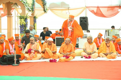 The honoured Sadhus from the nearby Santram Mandir are seated with Sants on the stage