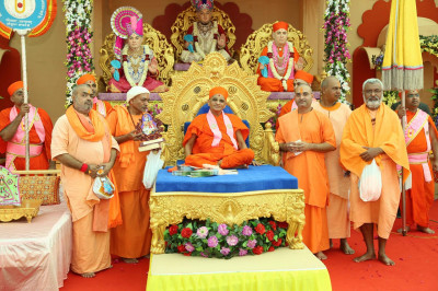 His Divine Holiness Acharya Swamishree bless all Sadhus from the nearby Santram Mandir who came to the festival for the darshan of Acharya Swamishree