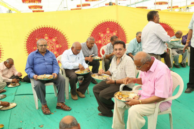 Disciples dine on delicious prasad lunch