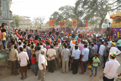 Thousands gather at the starting point of the city procession